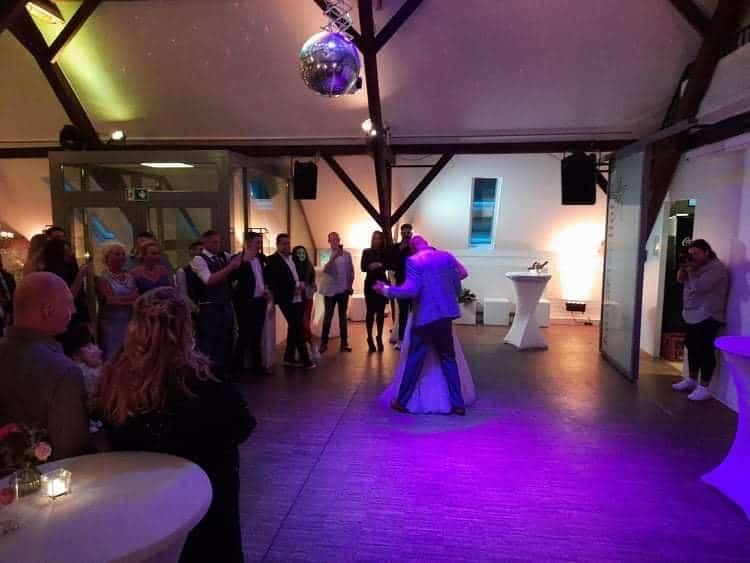 Hochseitspaar-tanzt003